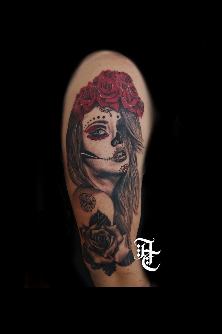 Tatuaje de realismo de una catrina