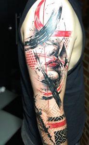Tatuaje estilo Trash Polka con la cara de una mujer