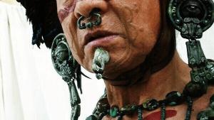 Habitante maya con perforación en nariz y abalorio.